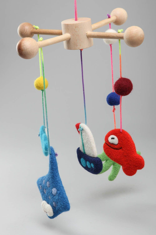 Madeheart mobile en bois pour lit de b b avec jouets en laine naturelle fait main - Mobile bebe fait main ...