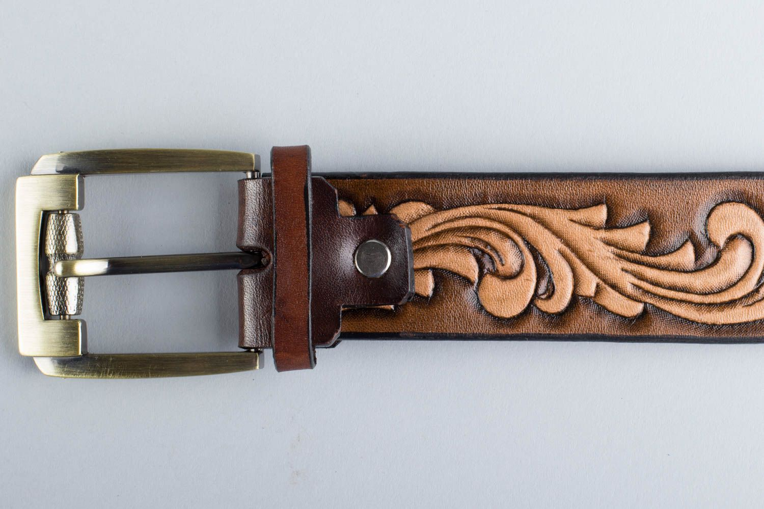Handmade stylish unusual brown belt made of natural leather with metal buckle photo 2