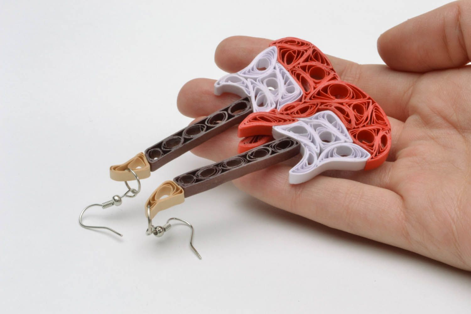 Paper earrings in the shape of guitars photo 2
