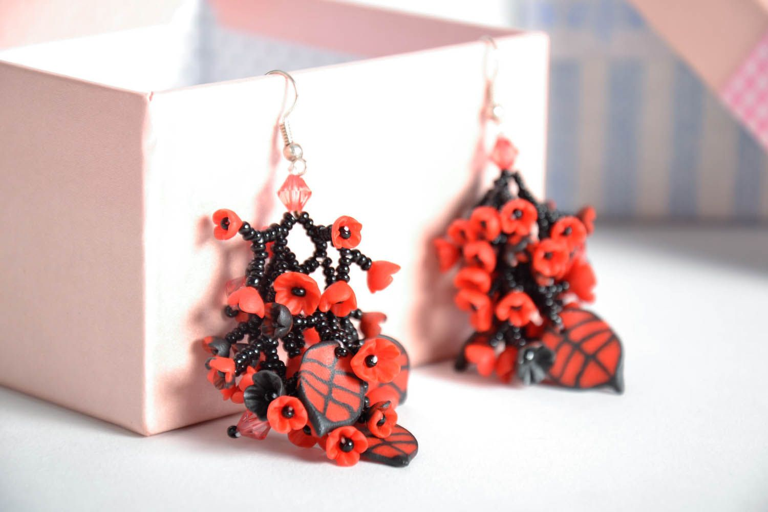 Long black and red earrings photo 1