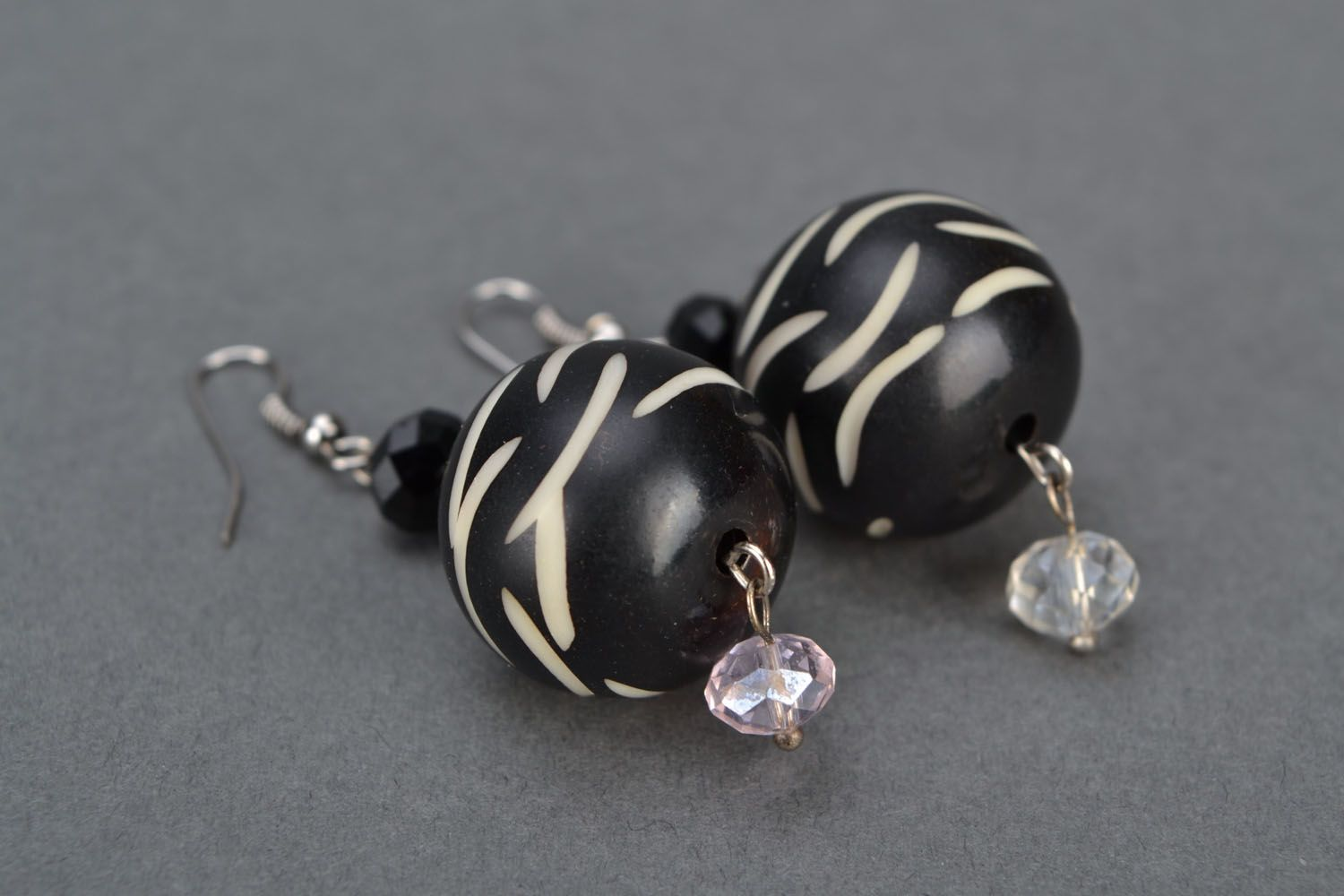 Earrings with black beads photo 4