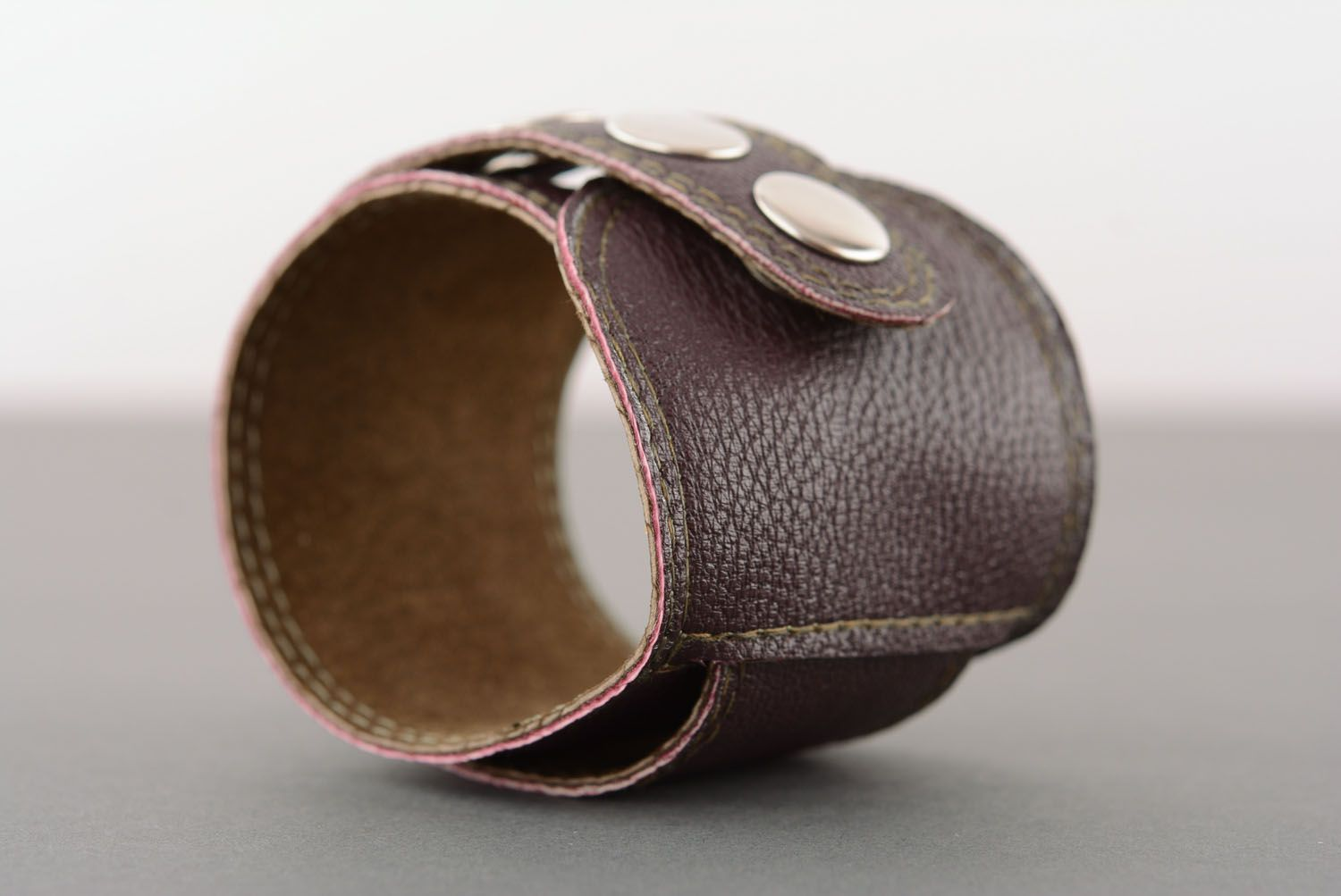 Brown leather bracelet with buttons photo 3