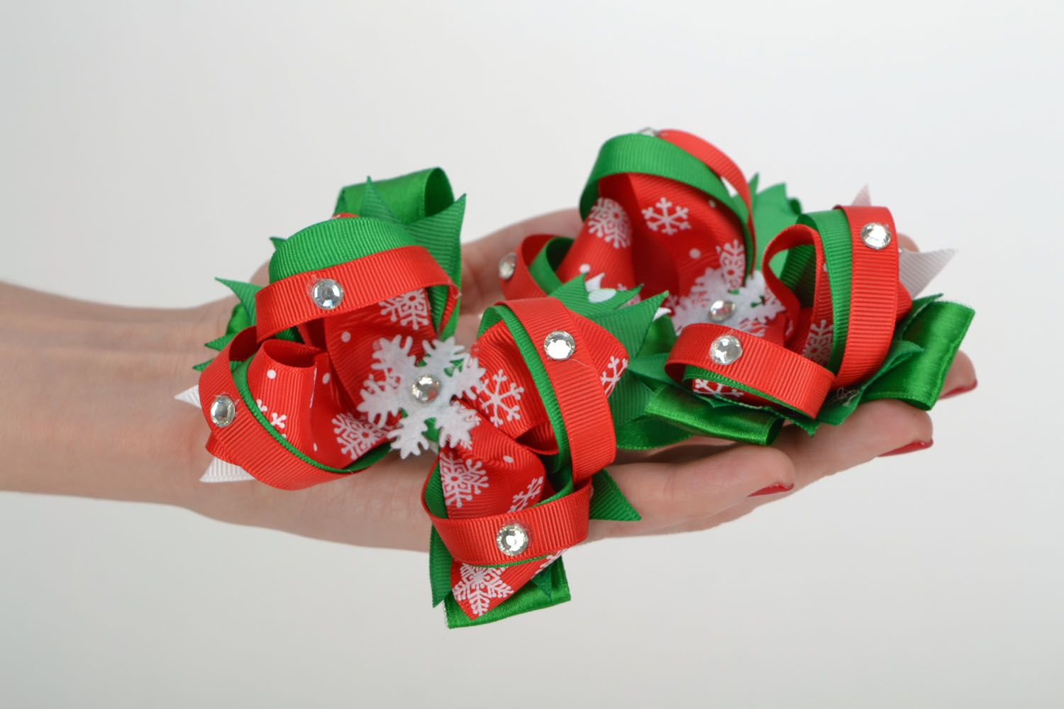 Hair clips with rep ribbons Christmas photo 1