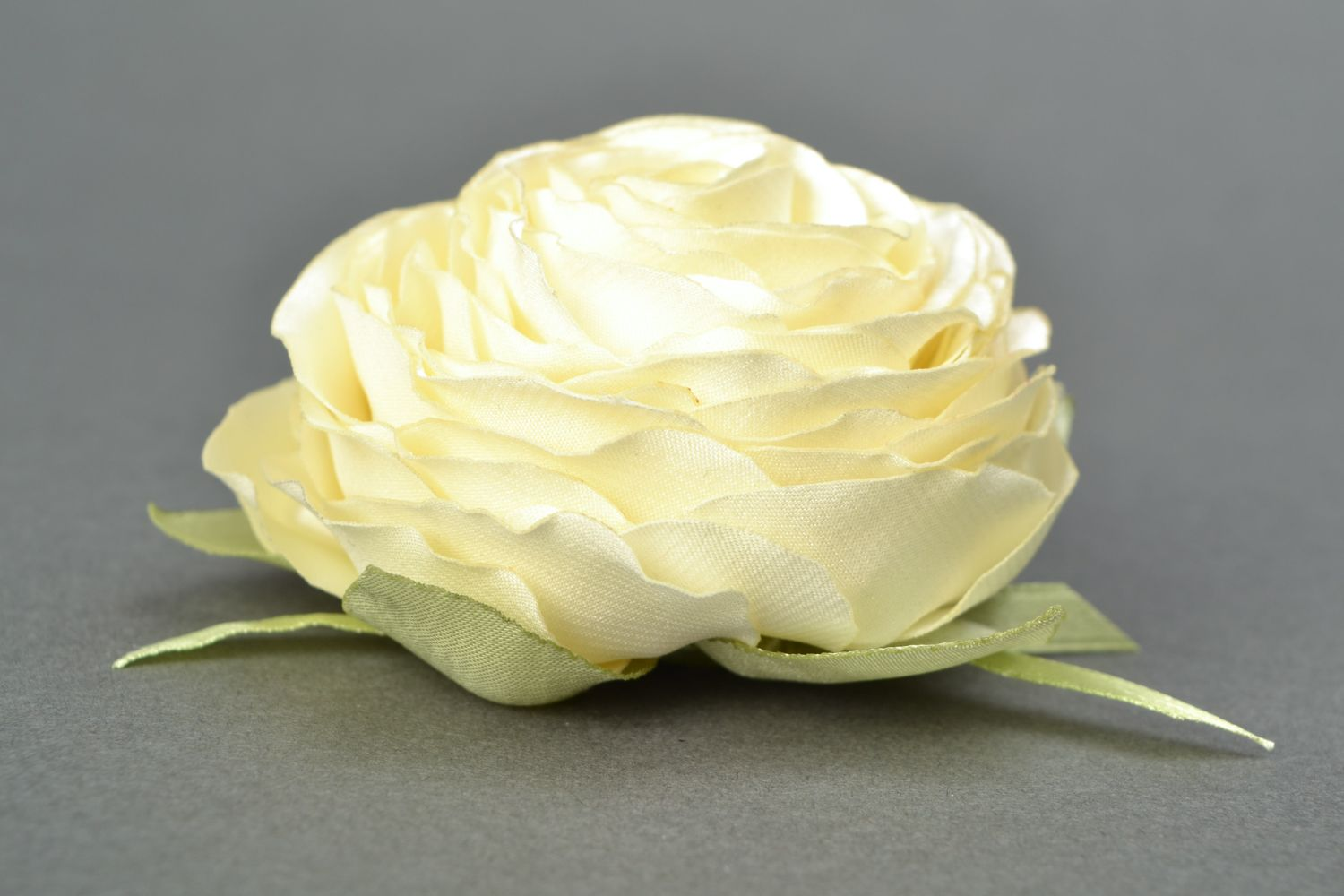 Satin ribbon brooch hair clip in the shape of white rose photo 3