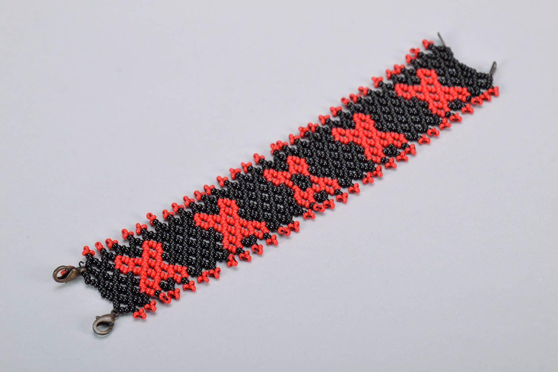 Широкий красно-черный браслет из бисера фото 4