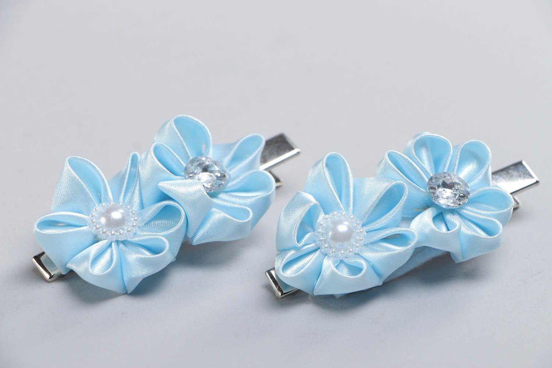 Handmade Blumen Haarspangen Set 2 Stück aus Atlasbändern himmelblau foto 3
