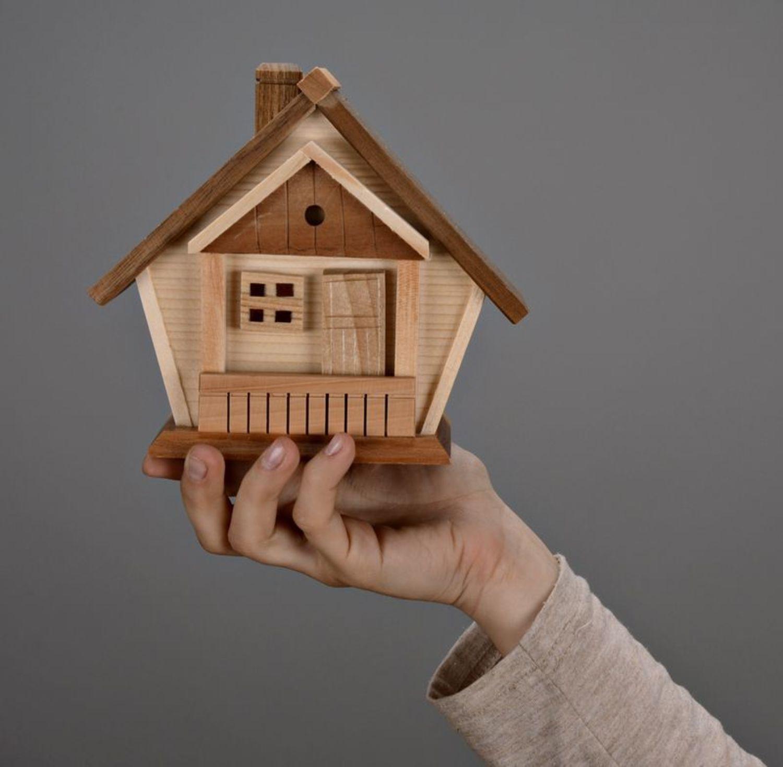 madeheart tirelire en bois faite main maison. Black Bedroom Furniture Sets. Home Design Ideas