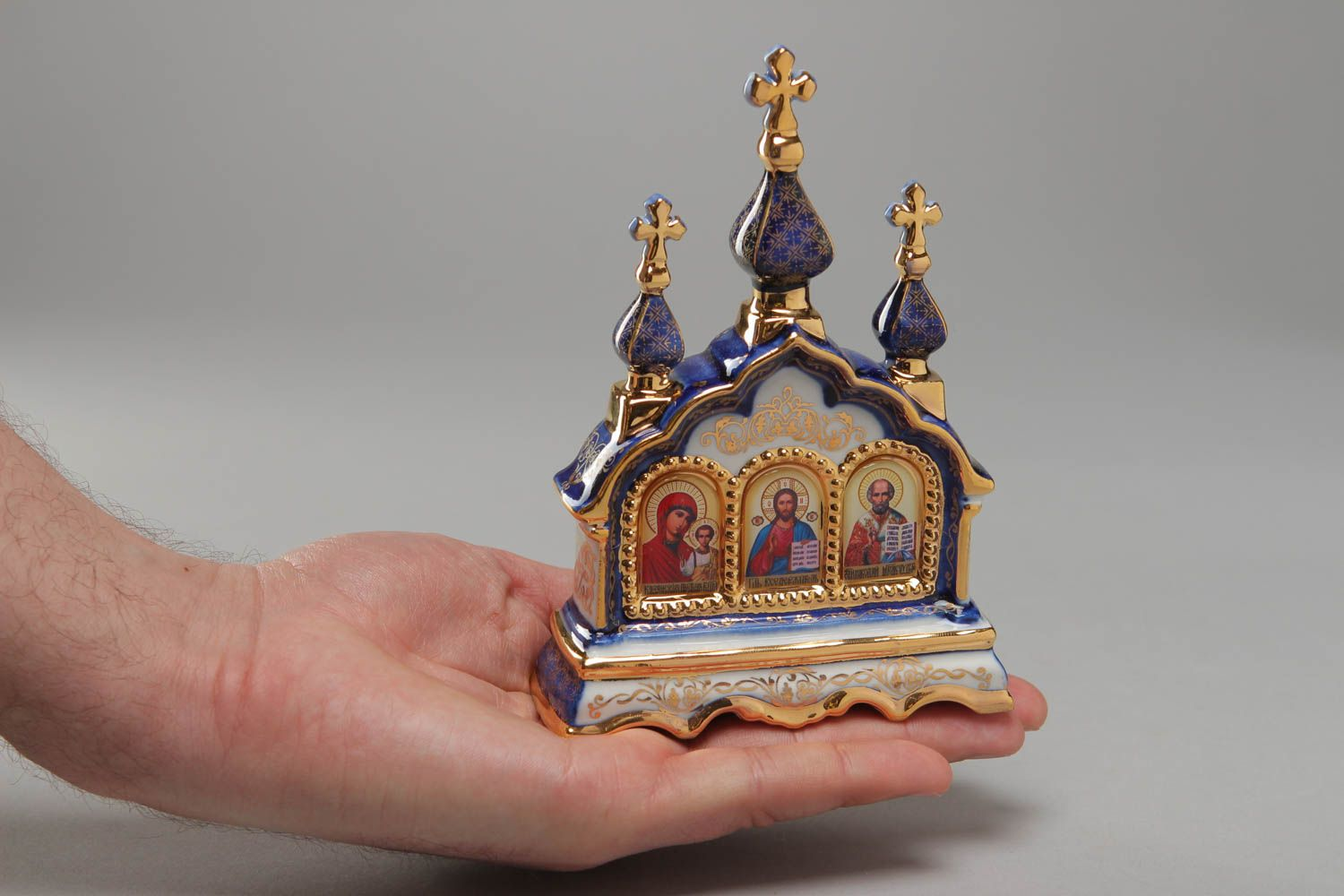 сeramic Kiot with Gzhel painting and gold leaf - MADEheart.com