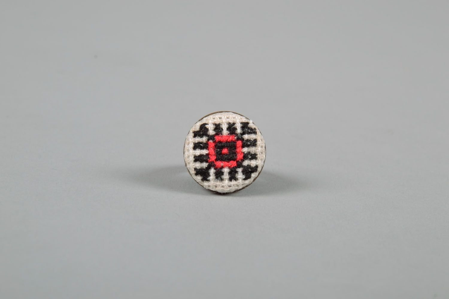 Round seal ring with embroidery photo 2