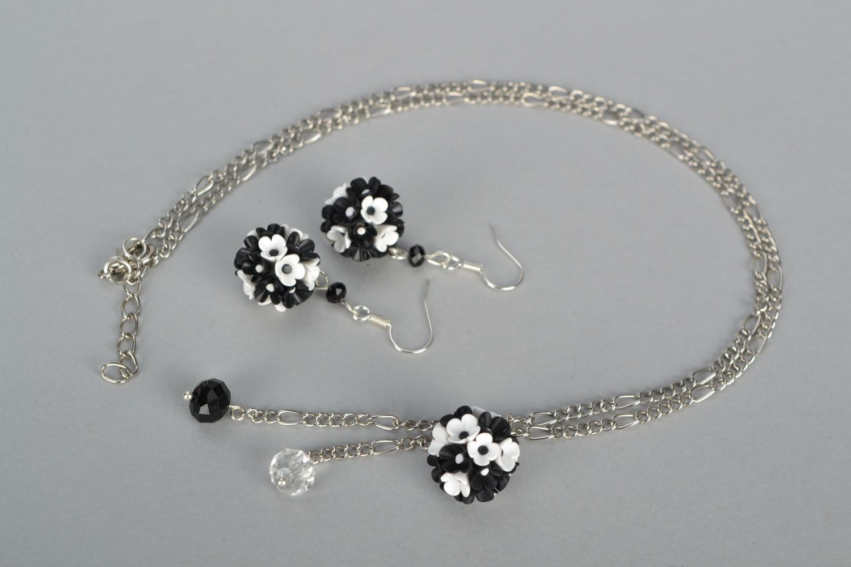 Plastic jewelry set Black and White photo 2