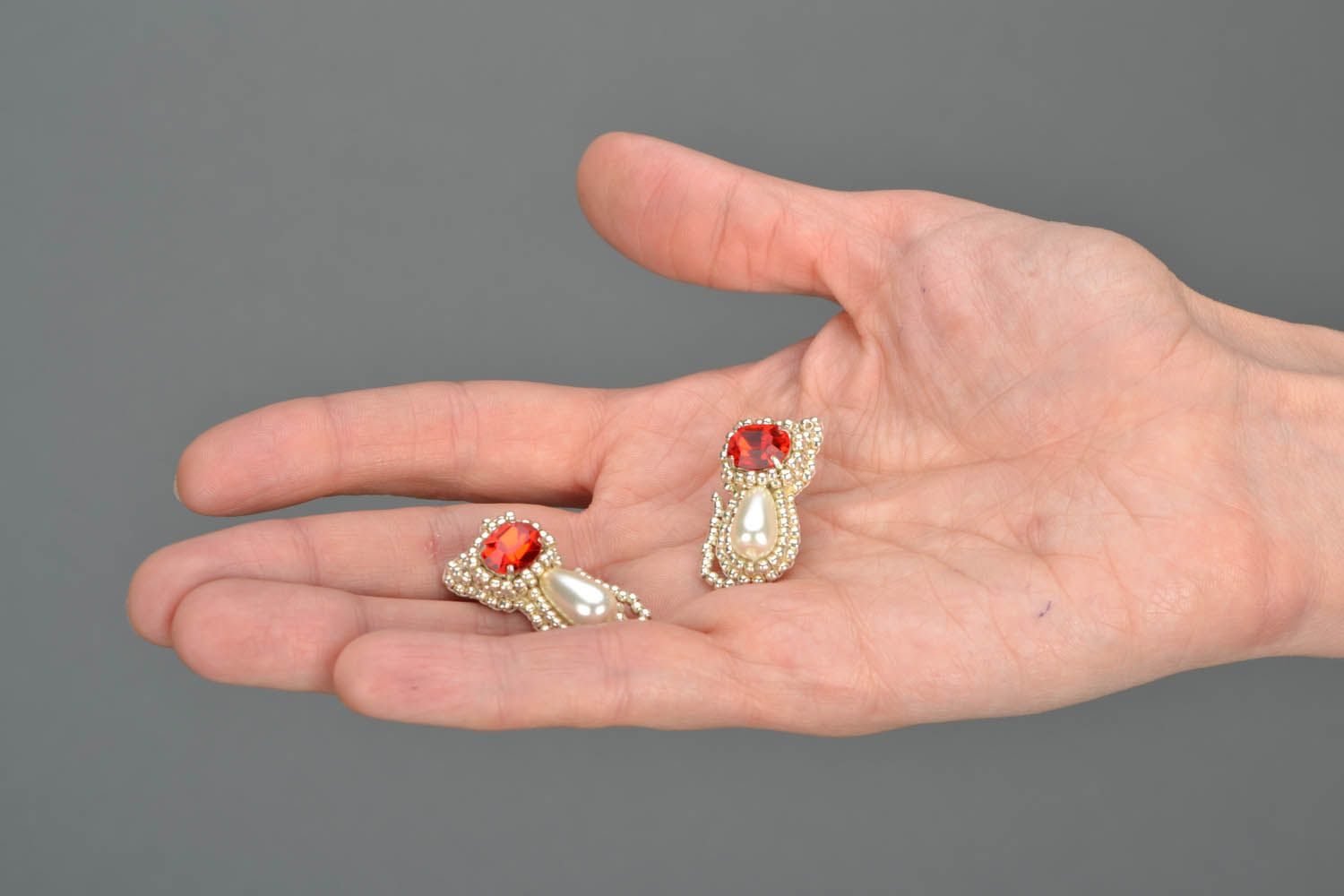 Kitten earrings with red crystals  photo 2