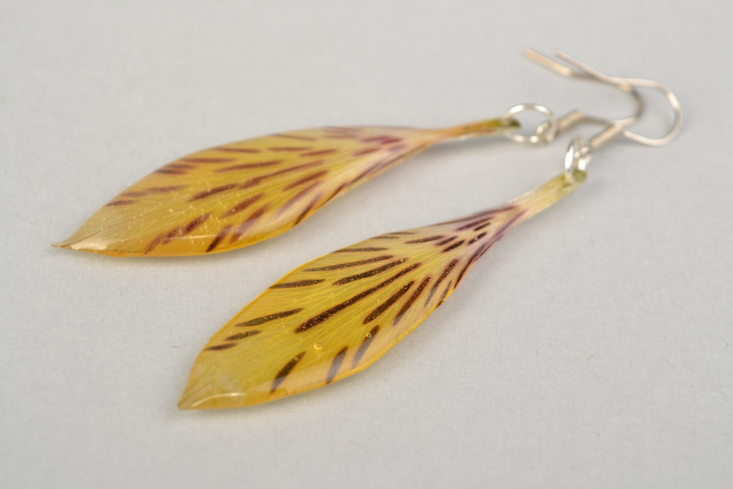 Madeheart Handmade Yellow And Red Dangle Earrings With