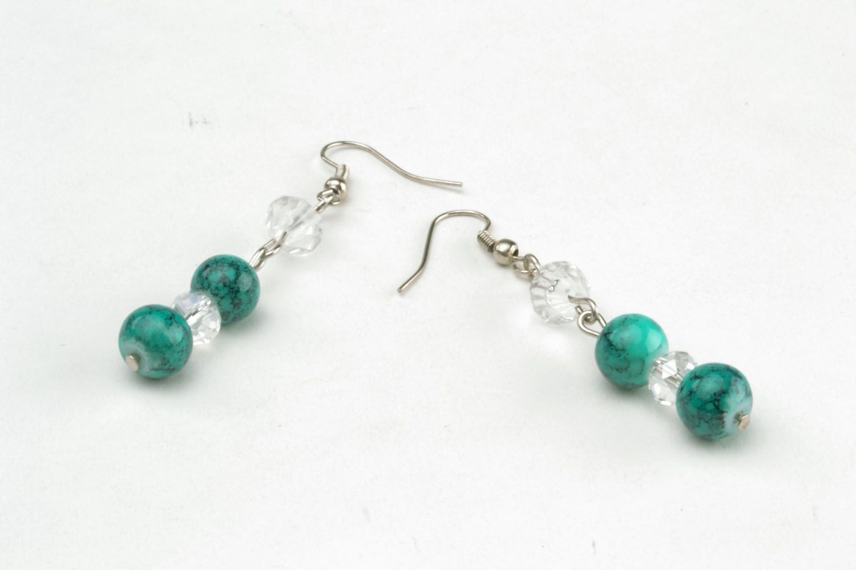 Lange Ohrringe mit Glasperlen foto 3