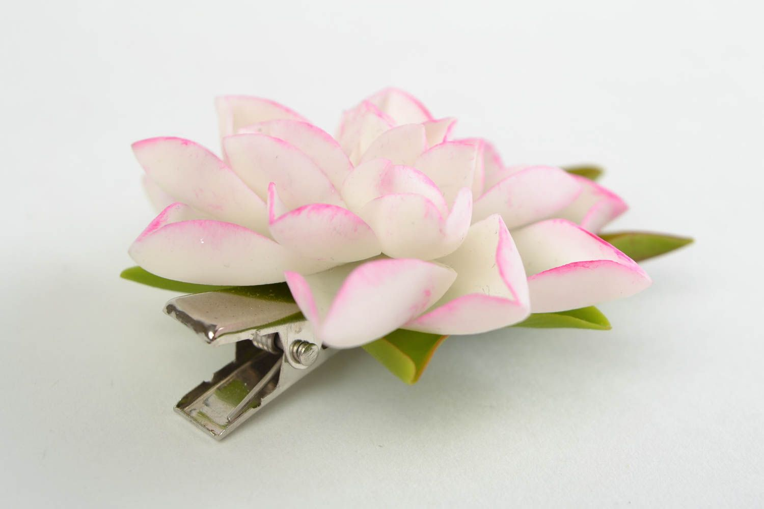 Madeheart Gentle White Cold Porcelain Flower Hair Clip Hand Made