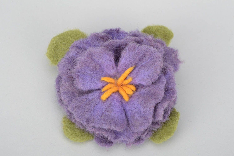 Brosche aus Wolle in der Filztechnik foto 4