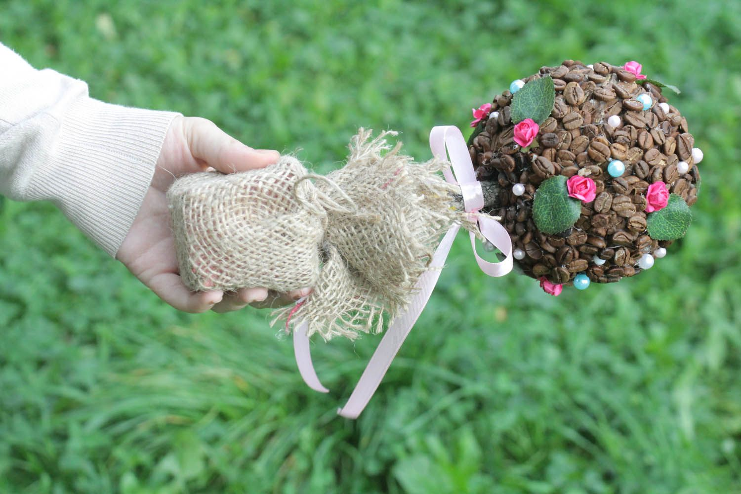 Topiary made of coffee beans photo 3