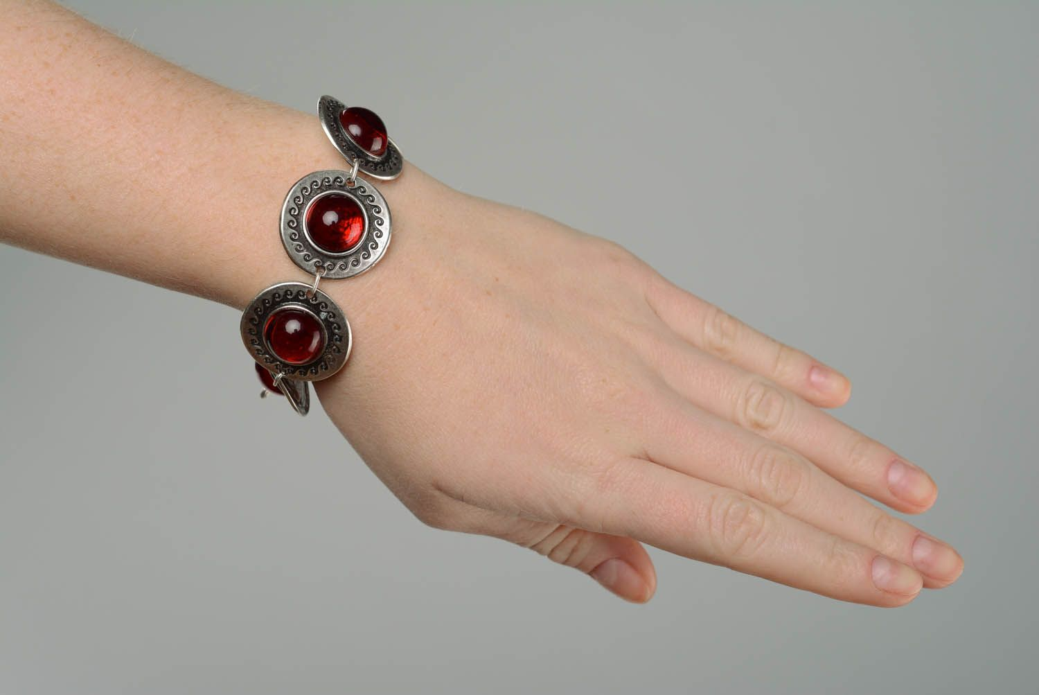 Metal bracelet with red inserts photo 5