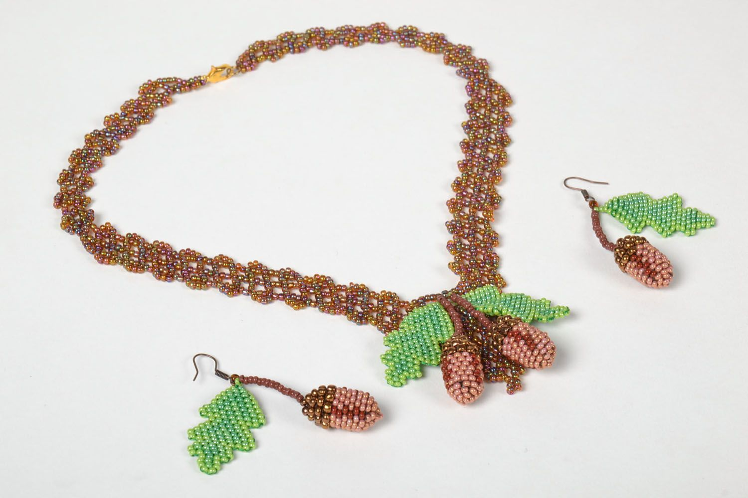 Beaded necklace and earrings photo 3