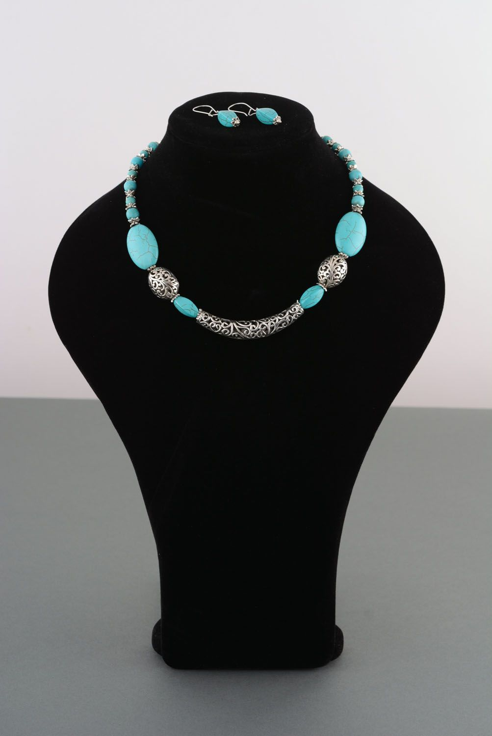Necklace and earrings made of turquoise photo 1