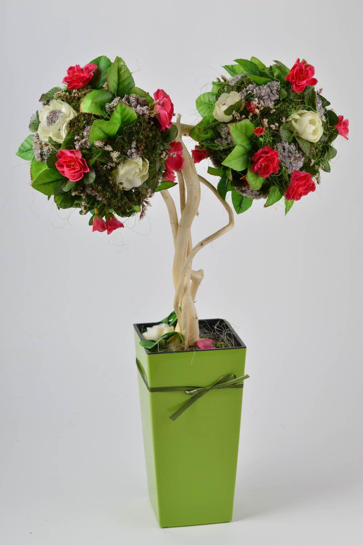 Дерево из искусственных цветов