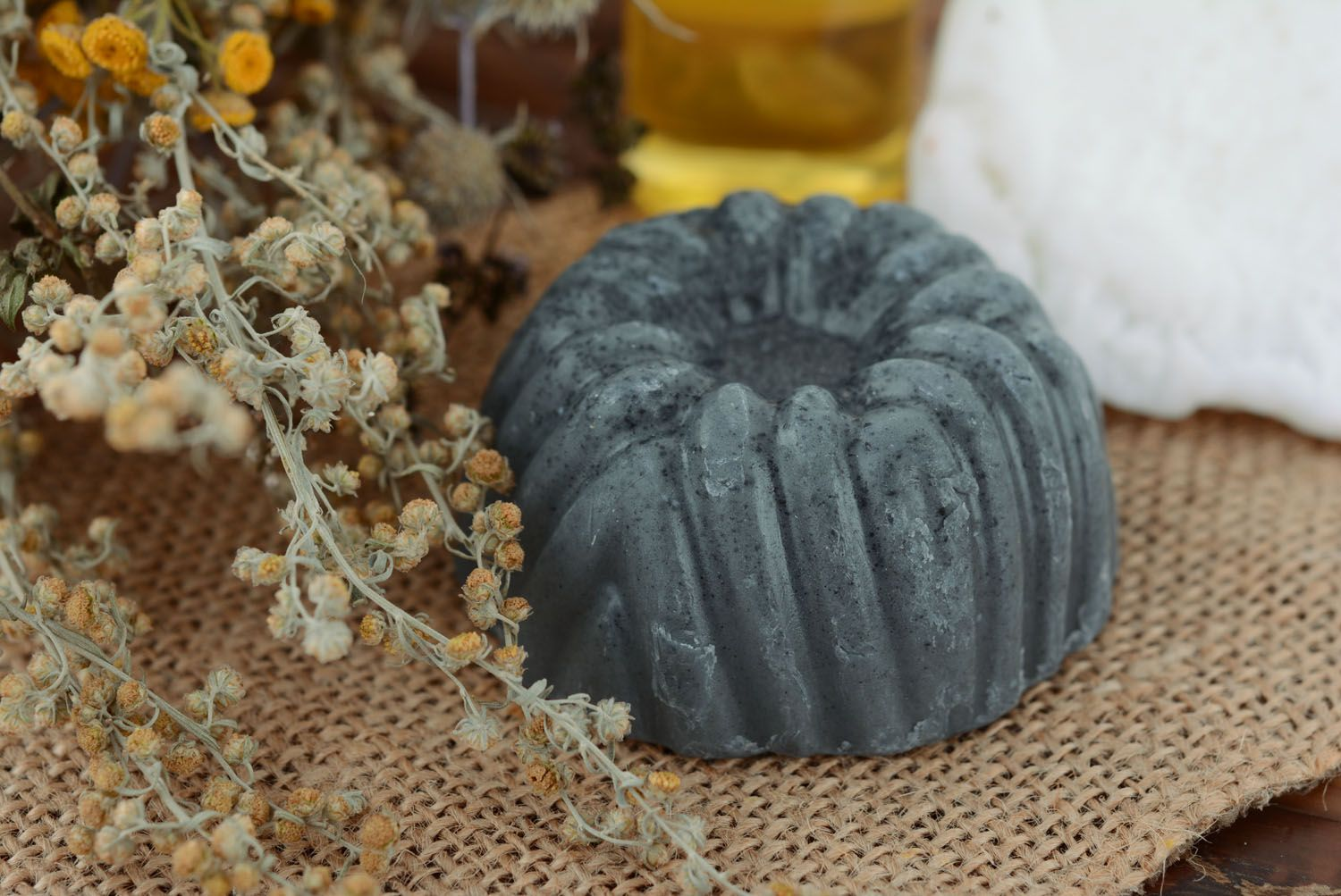 Natural soap with absorbent carbon photo 1