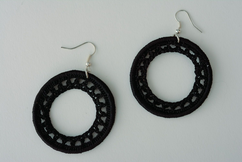 Black round earrings photo 1