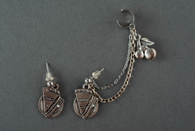 Cuff earrings made of costume jewelery alloy Dessert photo 2