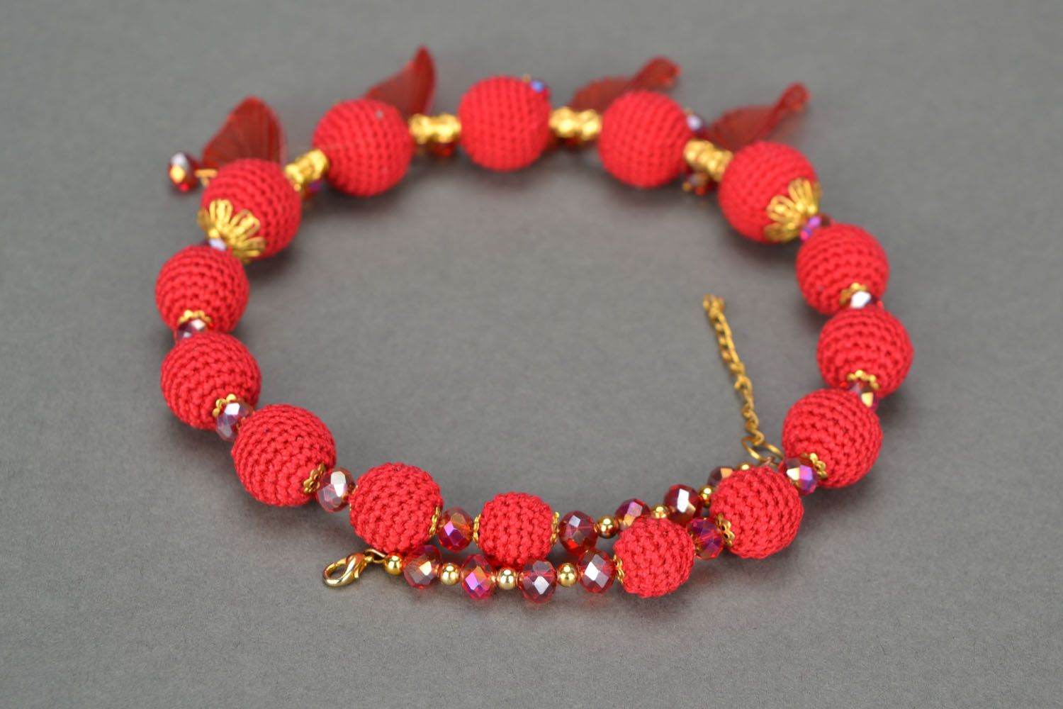 Red beaded necklace photo 4