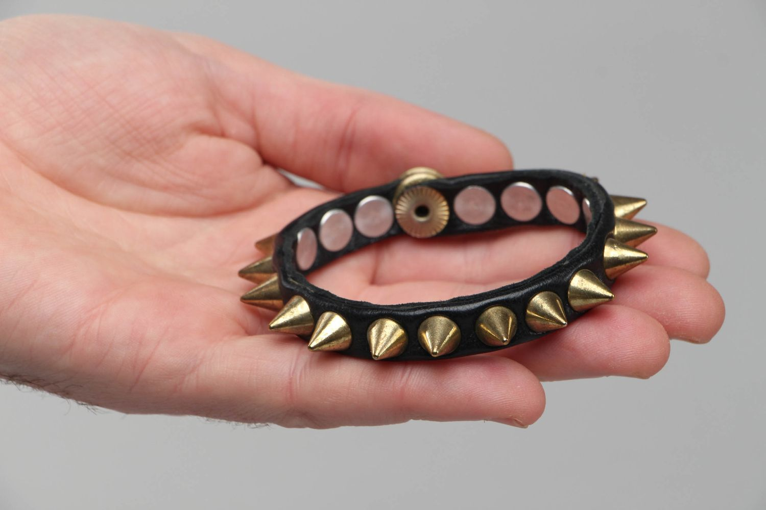 Thin leather bracelet with spikes photo 4