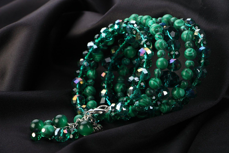 Smaragdgrünes mehrreihiges Armband mit Natursteinen  foto 3