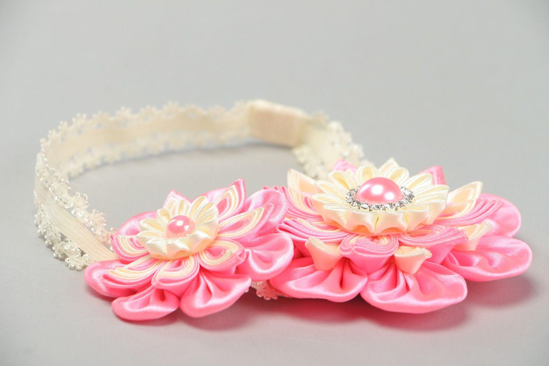 Ободок с цветами из атласной ленты