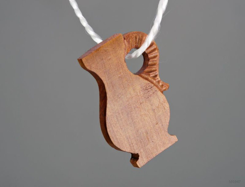 Деревянная подвеска-кулон Кувшин фото 3