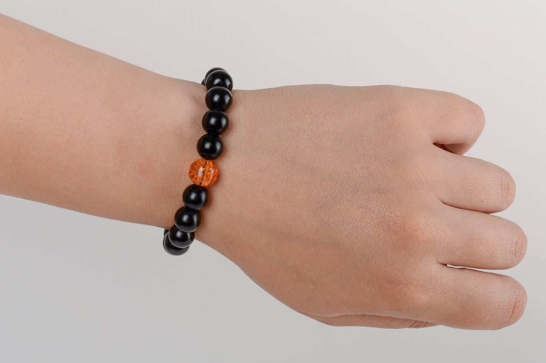 Черный браслет из керамического жемчуга ручной работы с венецианским стеклом фото 5