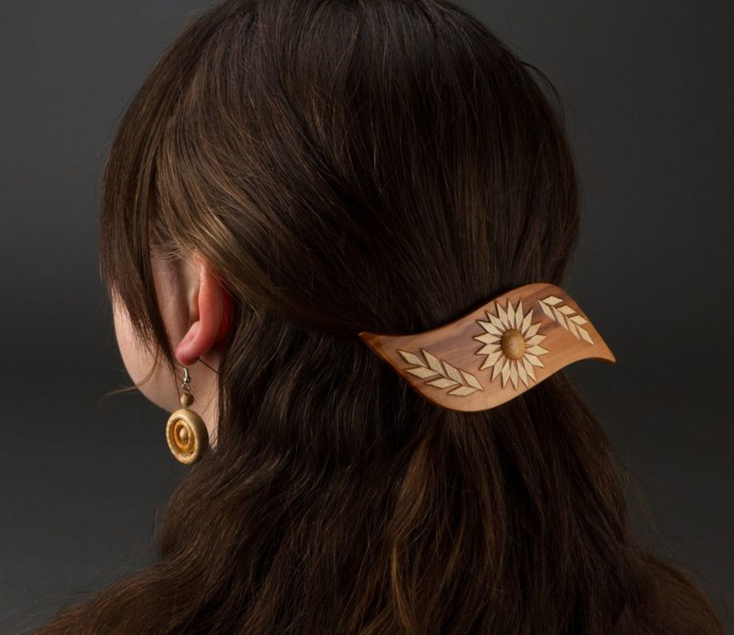 Beautiful wooden hair clip photo 2