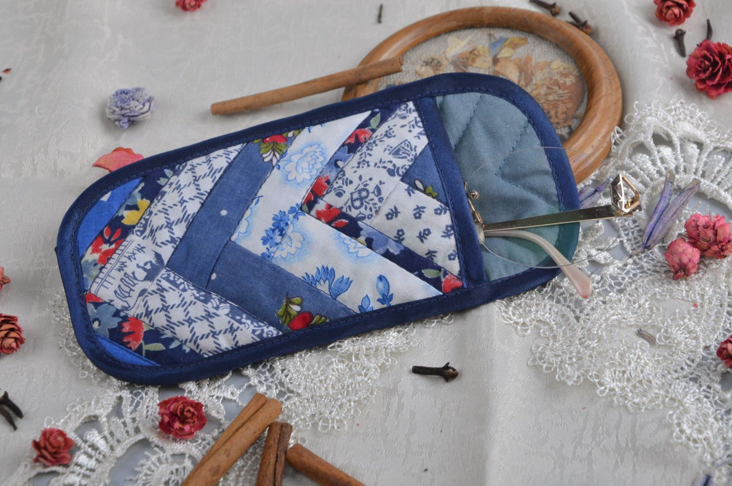 glasses cases Handmade patchwork sunglasses cases sewn of cotton in blue color palette - MADEheart.com