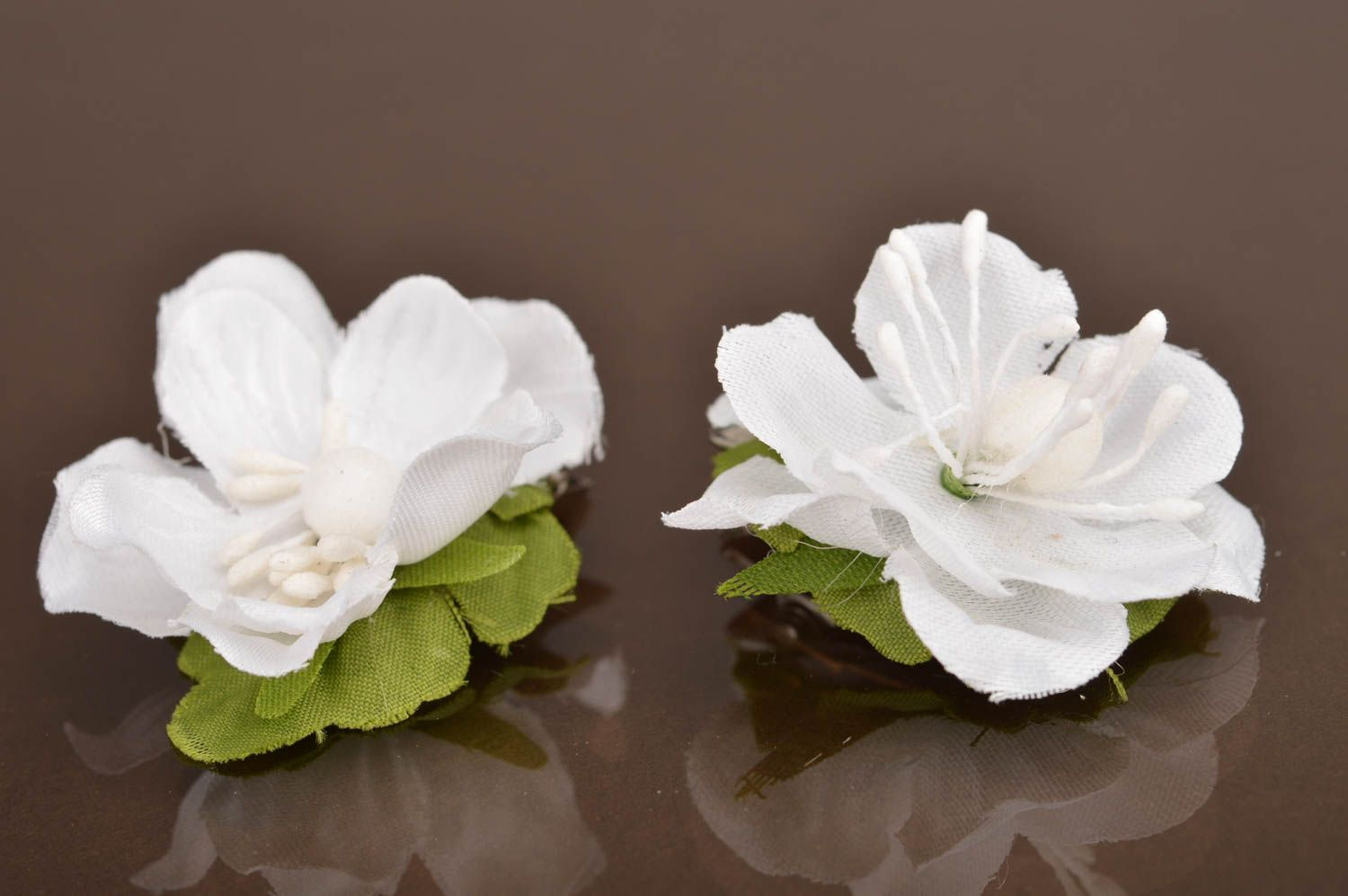 Madeheart set of 2 handmade white artificial flower hair clips for sets set of 2 handmade white artificial flower hair clips for children madeheart izmirmasajfo