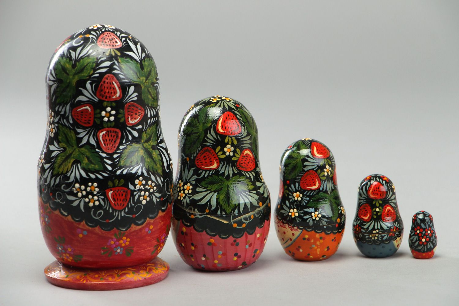 nesting dolls and souvenir dolls Handmade traditional painted wooden nesting doll Matryoshka five items - MADEheart.com