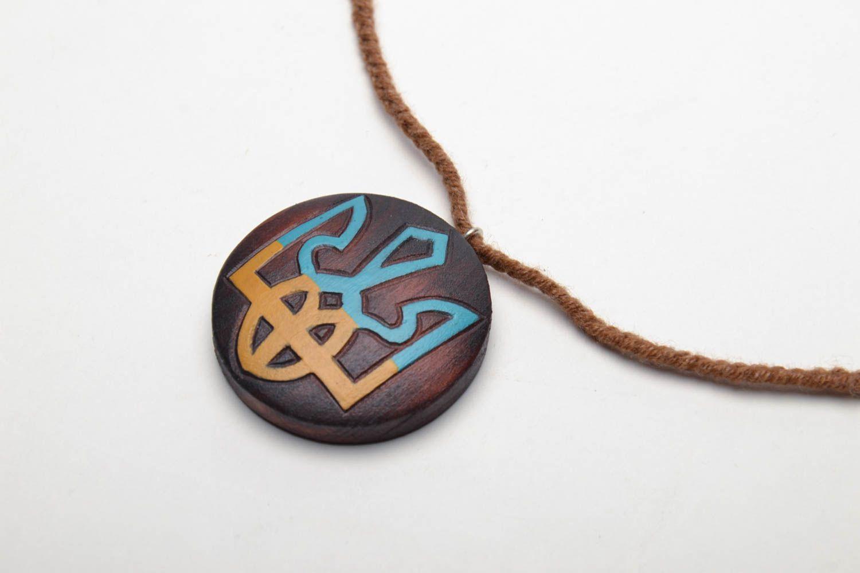 Round wooden pendant photo 3