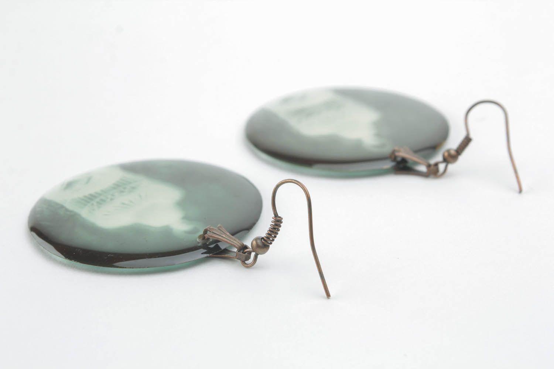 Epoxy resin earrings Negative photo 3