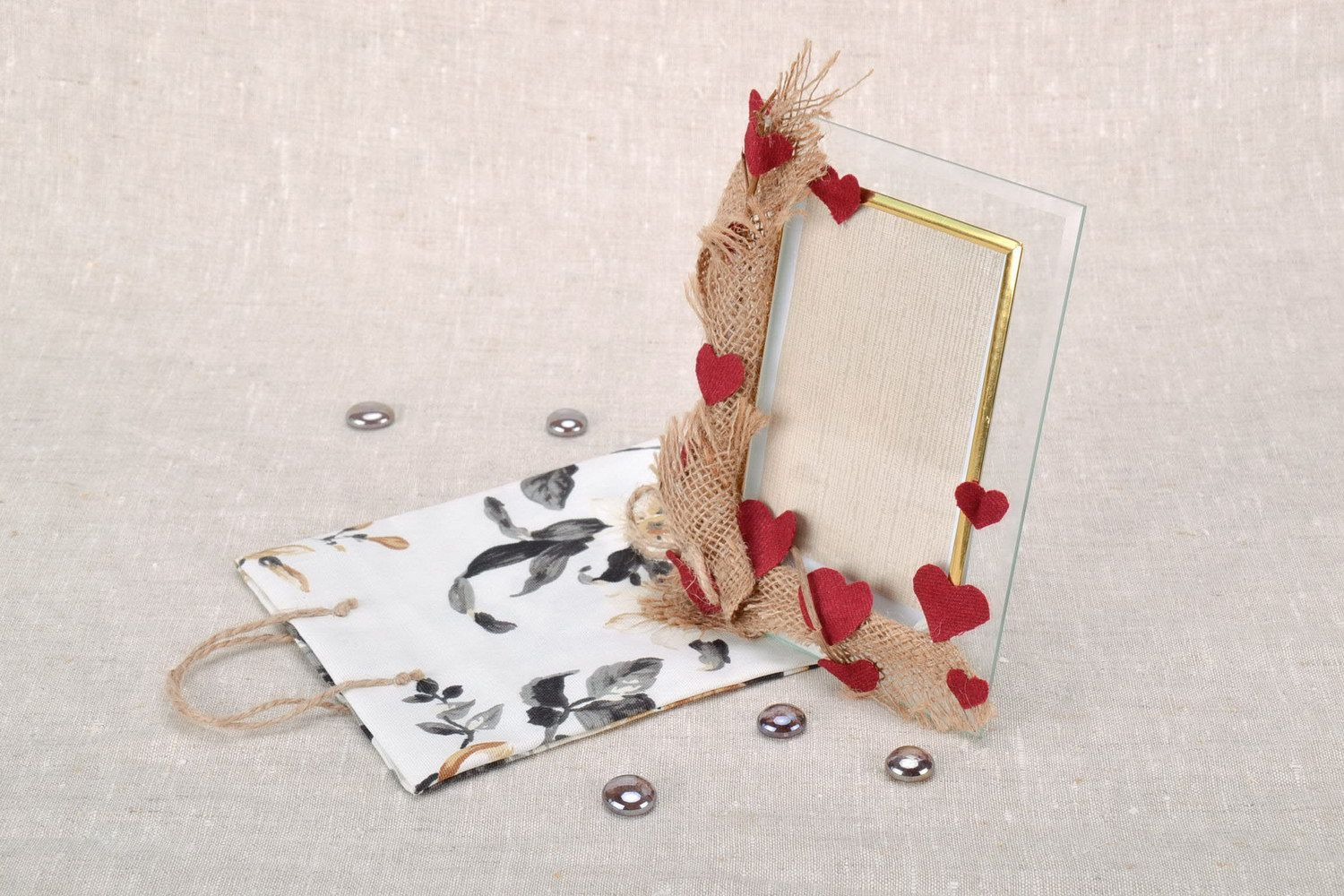 Notice: Undefined variable: cat in /home/newmadeheart/prod/cache/volt/%%home%%newmadeheart%%prod%%app%%views%%product%%index.volt.php on line 139  Plastic photo frame with package - MADEheart.com