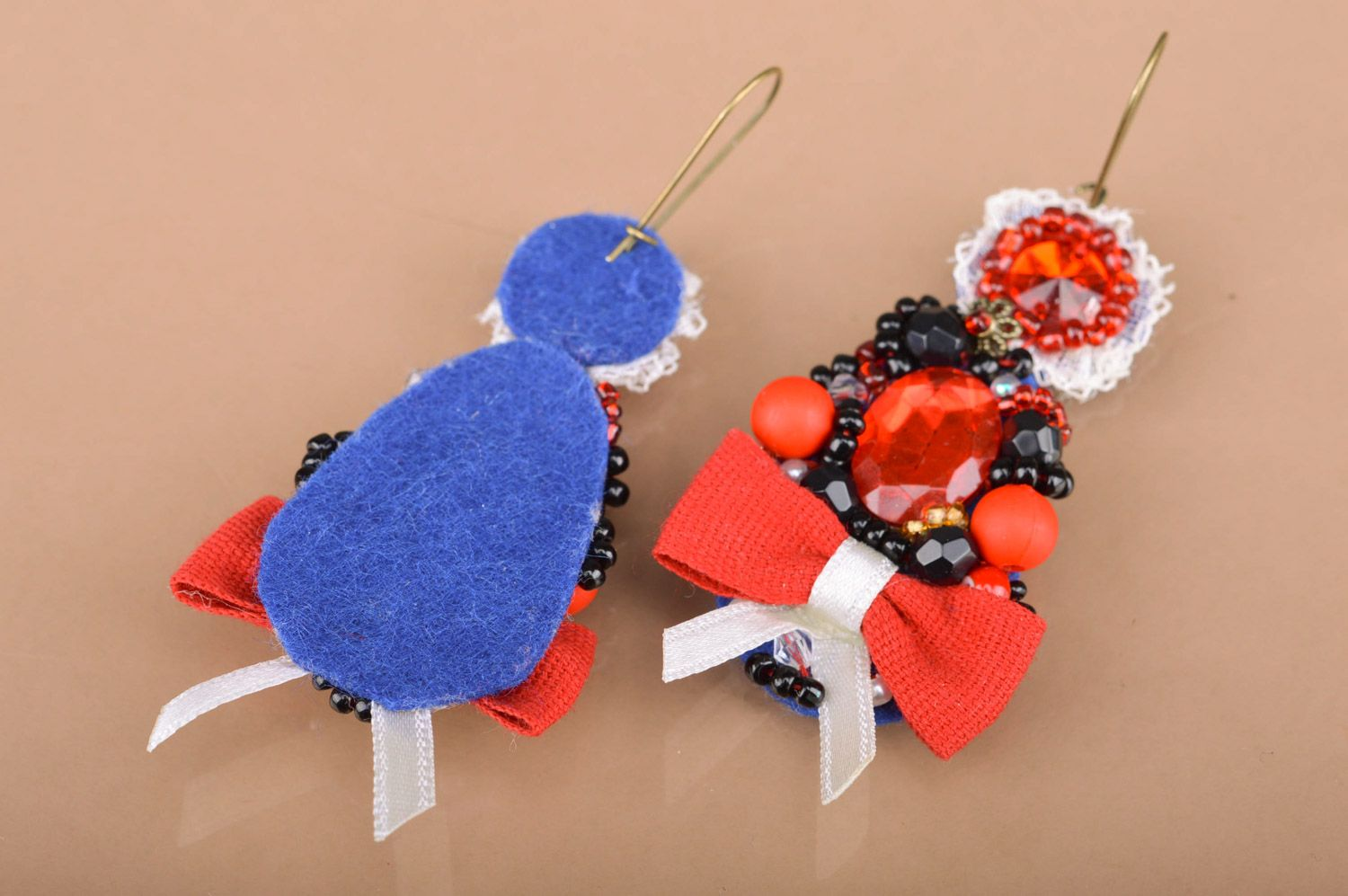 Handmade festive beaded dangle earrings with bows in red color palette for women photo 3