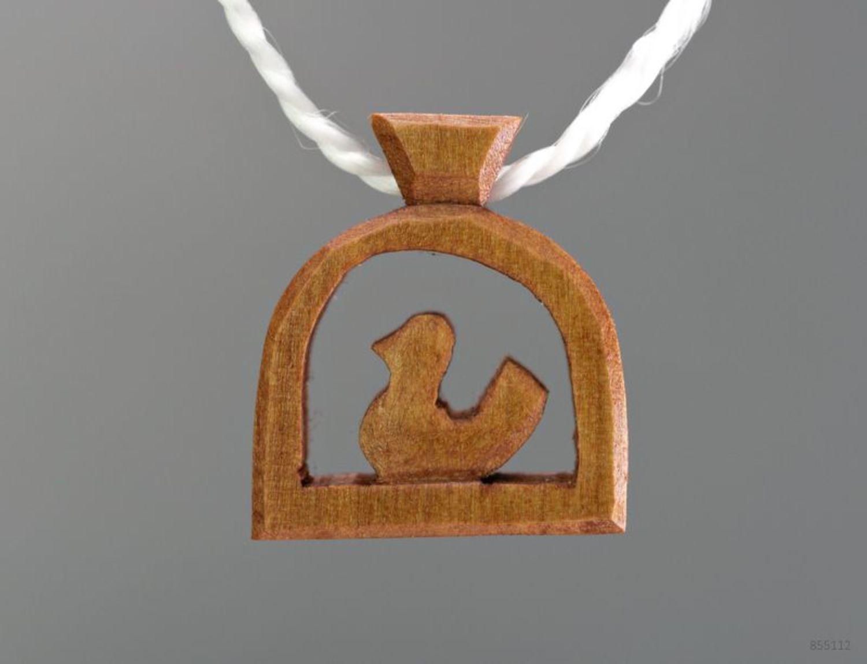 Деревянный кулон Птичка фото 3