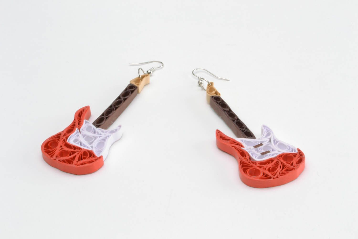Paper earrings in the shape of guitars photo 4