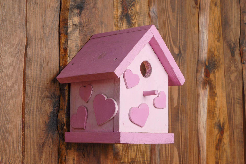 madeheart nichoir pour oiseaux rose en bois peint fait main original avec coeurs. Black Bedroom Furniture Sets. Home Design Ideas