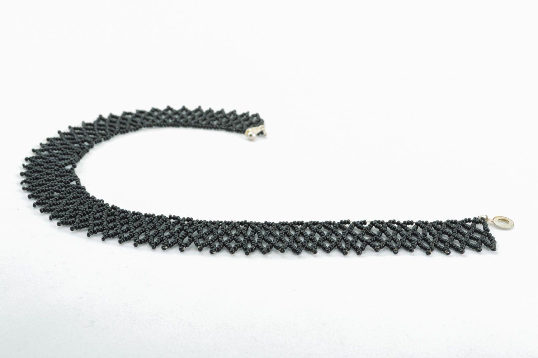 Black beaded necklace photo 2