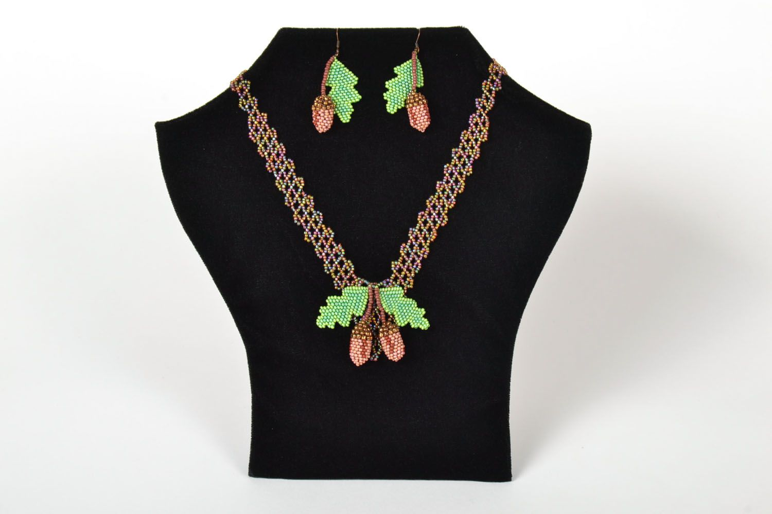 Beaded necklace and earrings photo 1