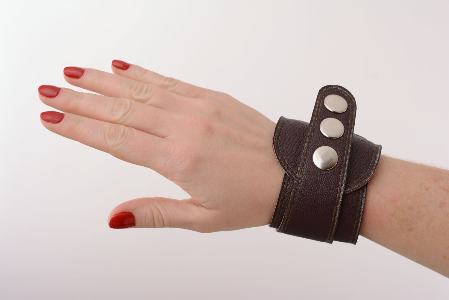 Brown leather bracelet with buttons photo 1
