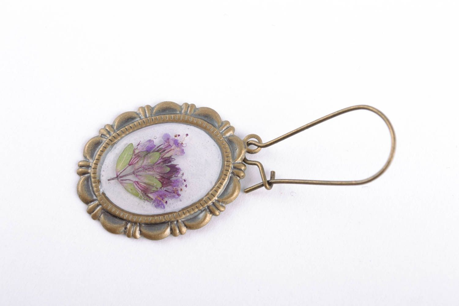 Beautiful women's earrings with real flowers coated with epoxy photo 4