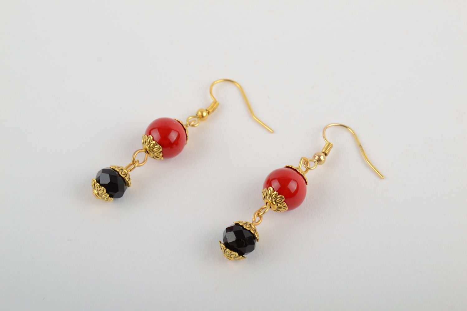 Handmade dangle earrings with artificial coral and faceted beads red and black photo 2