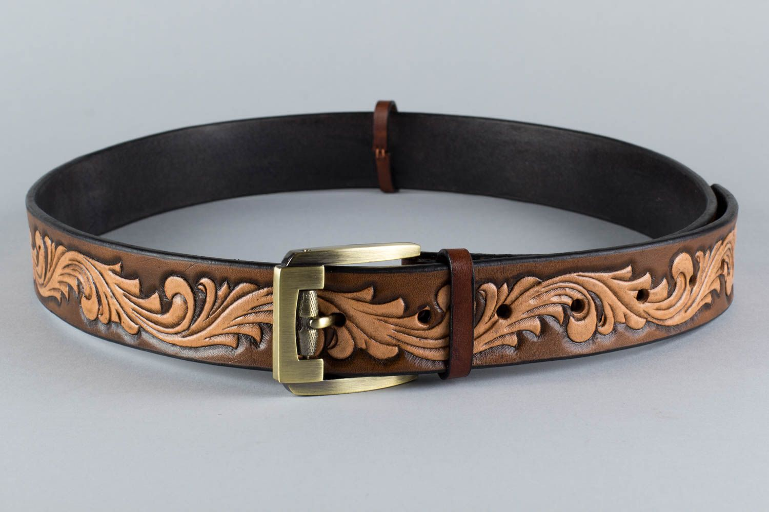 Handmade stylish unusual brown belt made of natural leather with metal buckle photo 5